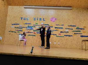 Teatro English´s Fun, The Girl Fish (7)